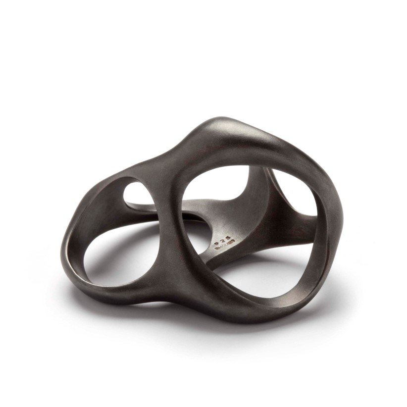 <h2 class=&quot;title a-center with-subtitle&quot;><span>3-in-one</span></h2><span class=&quot;subtitle a-center&quot;>The organic ring comes in 3 different designs and fits several fingers.</span>