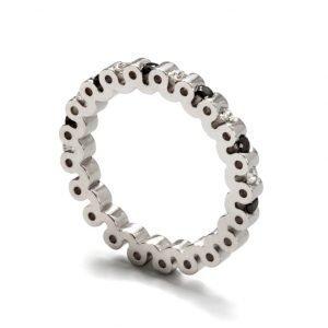 Ring - 18 karat hvidguld med 6 sorte og 6 hvide diamanter
