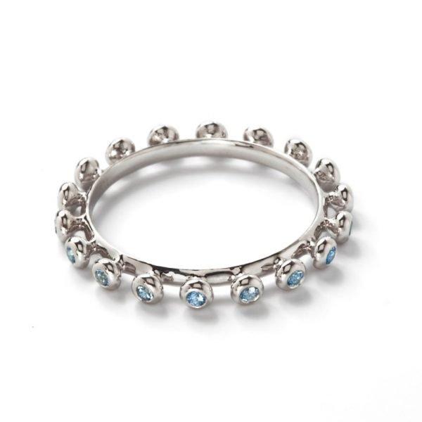 Ring - 18 karat hvidguld med lyseblå topas