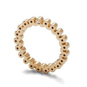 Ring - 18 karat guld med 2 diamanter på siden