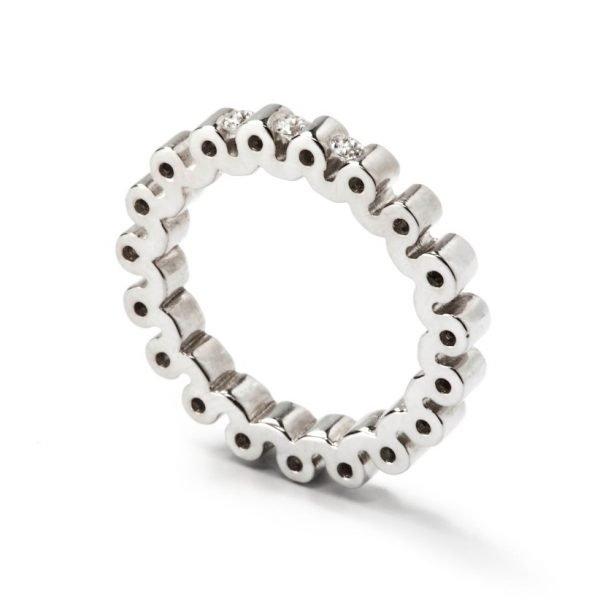 Ring - 18 karat hvidguld med 3 diamanter på top