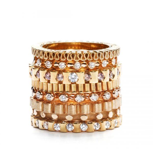 Ring - 18 karat guld med diamanter på top og sider