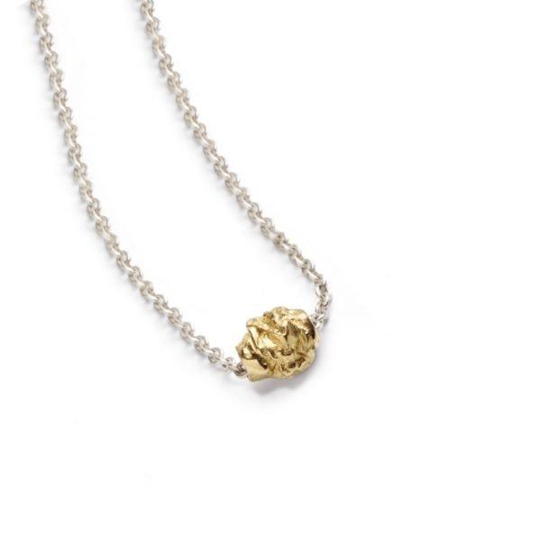 Chokolade vedhæng i 18 karat guld i sølvkæde