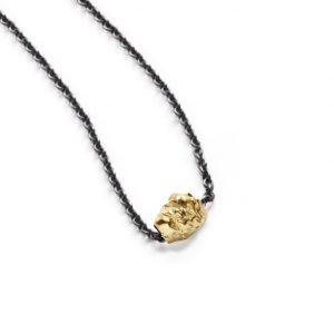 Chokolade vedhæng i 18 karat guld i oxyderet sølvkæde