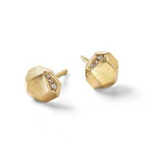 Facet ørestikker i 18 karat guld med diamanter